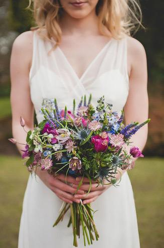 Букет невесты из полевых цветов фото