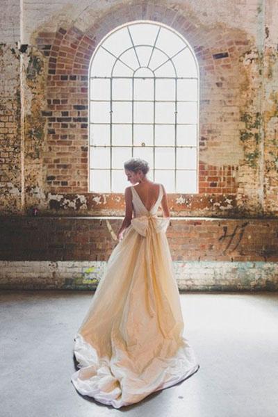 Шлейф на свадебном платье как танцевать