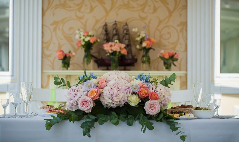 Цветы на президиум свадебный